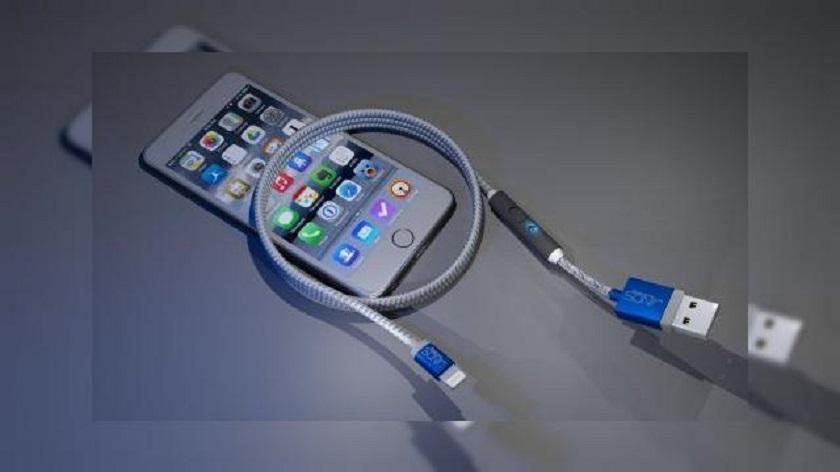 Ce fel de cablu de date iPhone este necesar pentru incarcatorul auto?