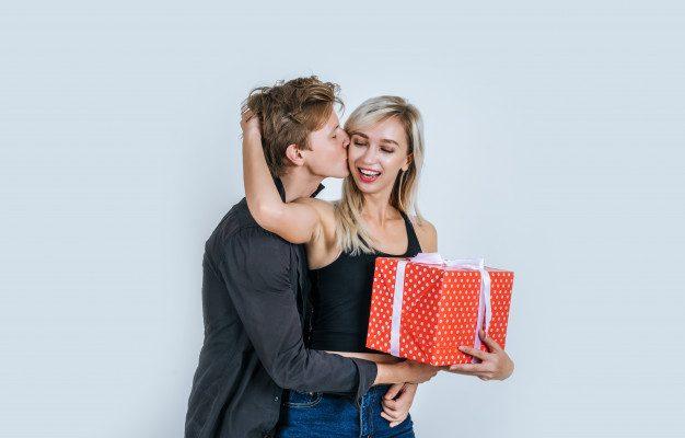 Cum alegi cadoul potrivit pentru ea?